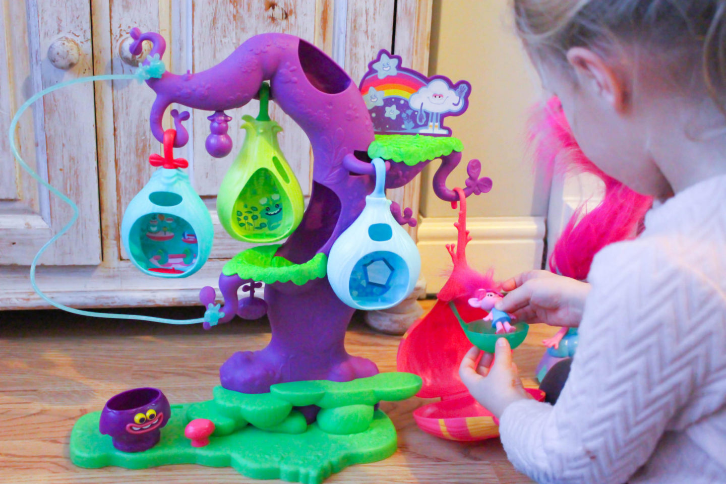 |TROLLS| POD'ular Tree Playset & Hair In The Air Poppy Doll Review