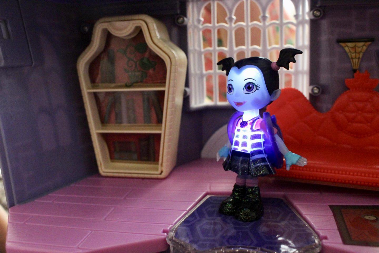 Vampirina scare B&B playset