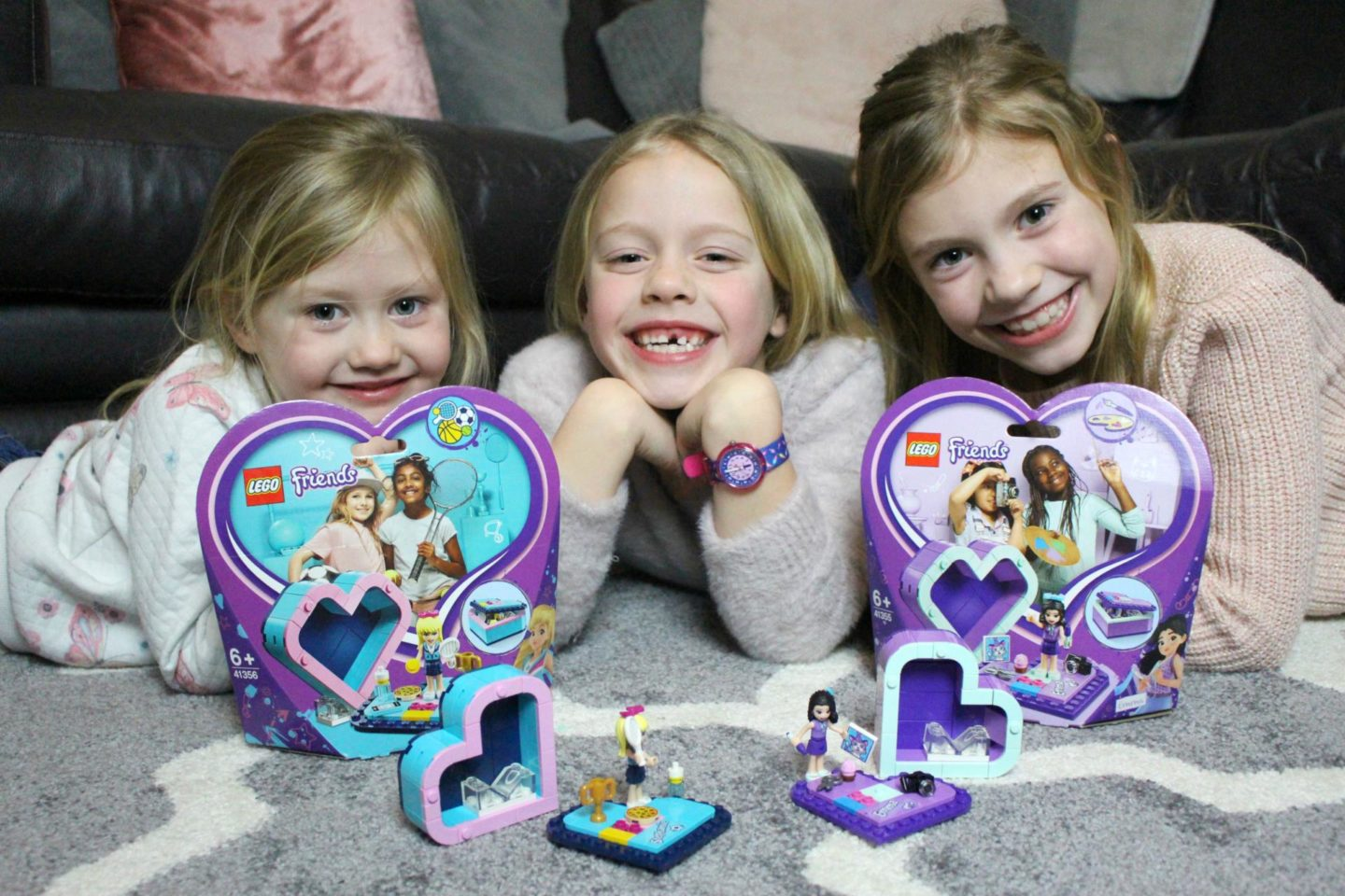 The perfect creative outlet for all of my girls! LEGO Friends Heart Boxes |REVIEW|